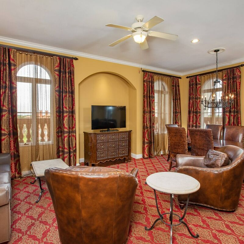 Kessler Suite   living area