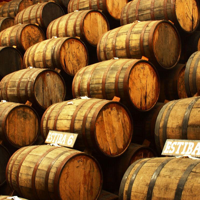 Vorbelegte Tequilafässer zur Wiederbelegung