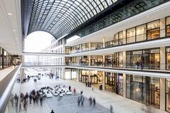 Iluminación para retail, iluminación para centros comerciales, edificios inteligentes, iluminación led, seguridad perimetral, camaras de seguridad, automatización en centros comeciales, experiencia del cliente, conectividad, acceso a internet en grandes áreas
