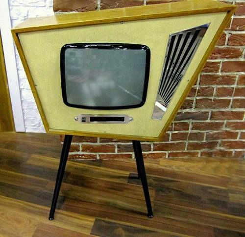 This is a fantastic fake Atomic Age midcentury style angular suburban tv set