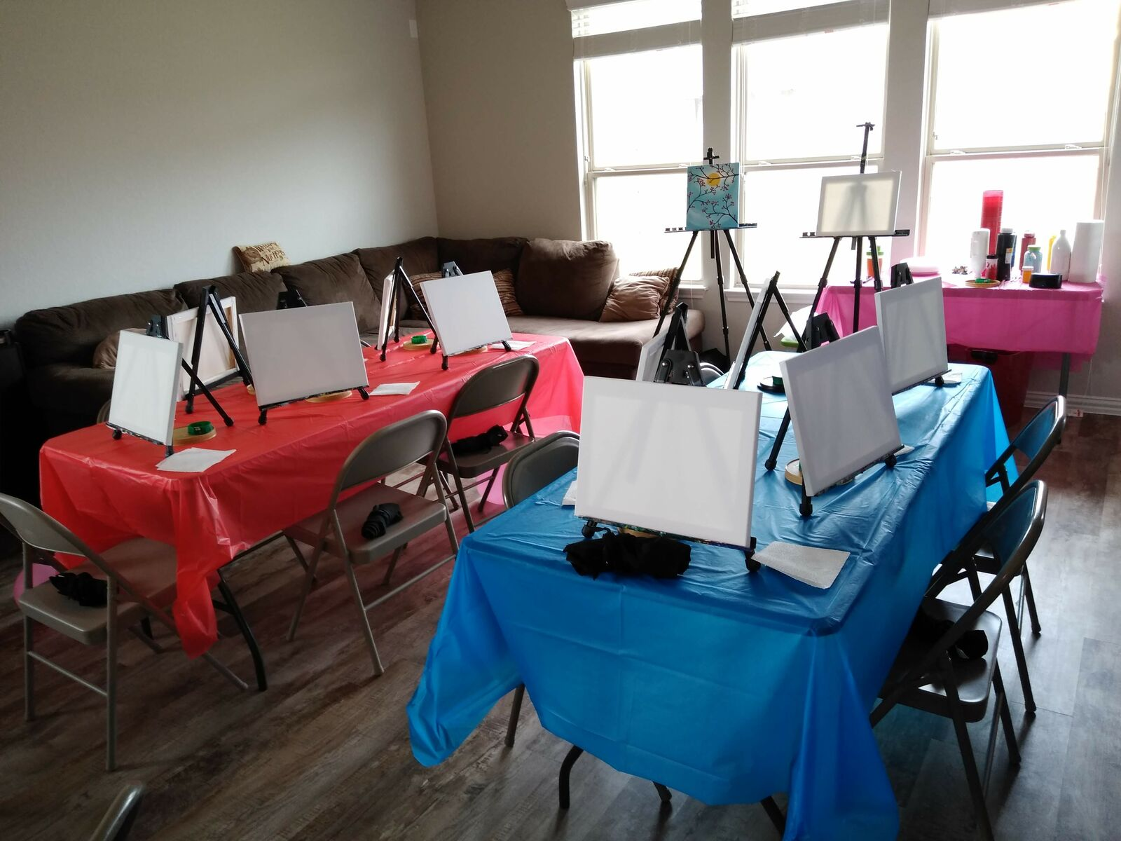 Here is what a typical In Home Small Kid's Paint Party setup looks like!