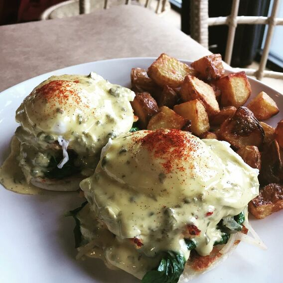 crabcake benedict, eastburn, portland, best brunch, amazing food, eggs, bloody mary