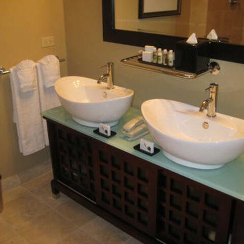 hotel blake bathroom