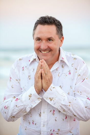Rob Foster helps people to release health issues, traumatic stress, personal issues, parenting issues, emotional problems and relationship difficulties through identifying the root cause and releasing it through the all knowing field of consciousness using systemic family constellations.    You can contact Rob here:  https://www.discoveringinsight.com.au/