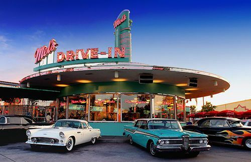 This is Mel's drive in from the movie American Graffitti with various fifties cars outise it