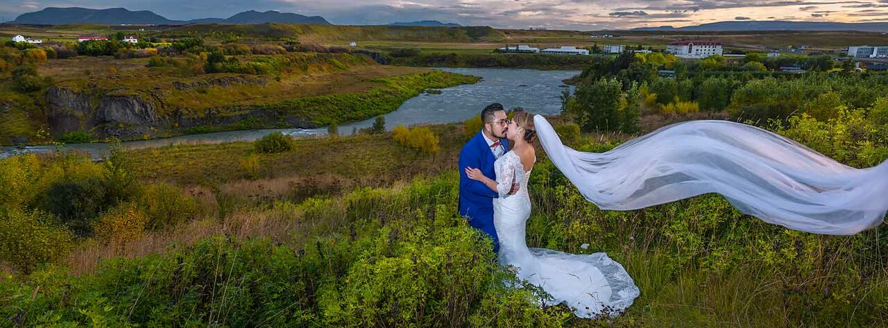 iceland with wedding couple with lake and sunset background