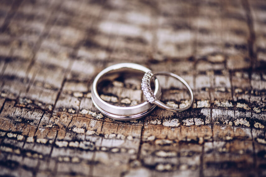 Wedding rings in Coed Y Mwstwr
