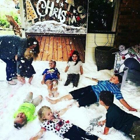 Snow Party, DFW , snow machines, rent a snow machine, artificial snow, faux snow, fake snow, Dallas fake snow, silent snow machines, evaporating snow fluid.