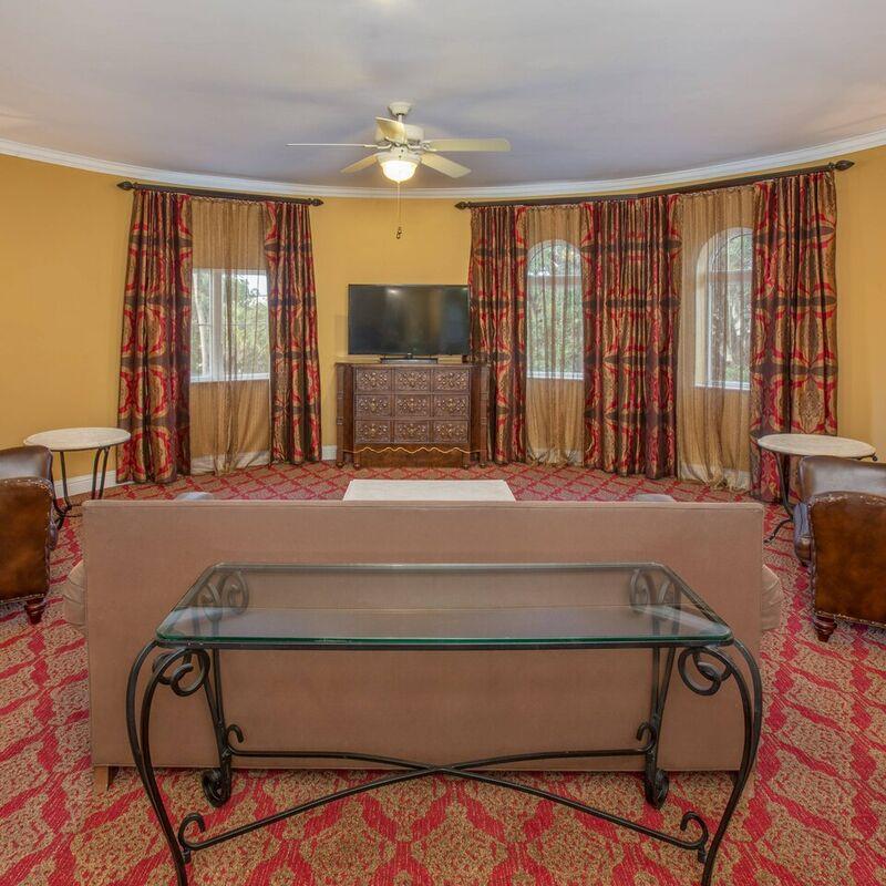 Queen One Bedroom Suite   Living Area
