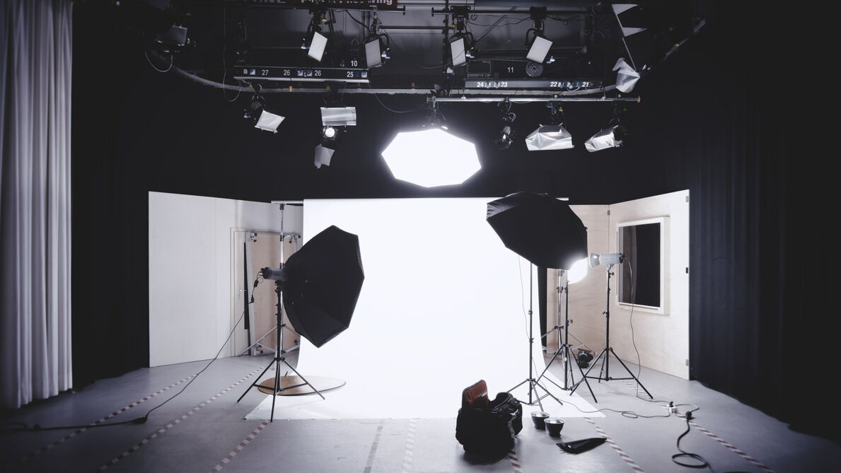 Photo of lighting a white background for in a photo studio