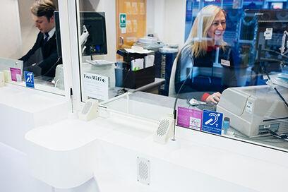 Speech transfer system bank counter bridge bar