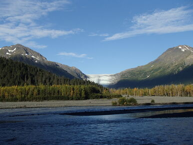On our Alaska hiking tour you will visit Denali National Park