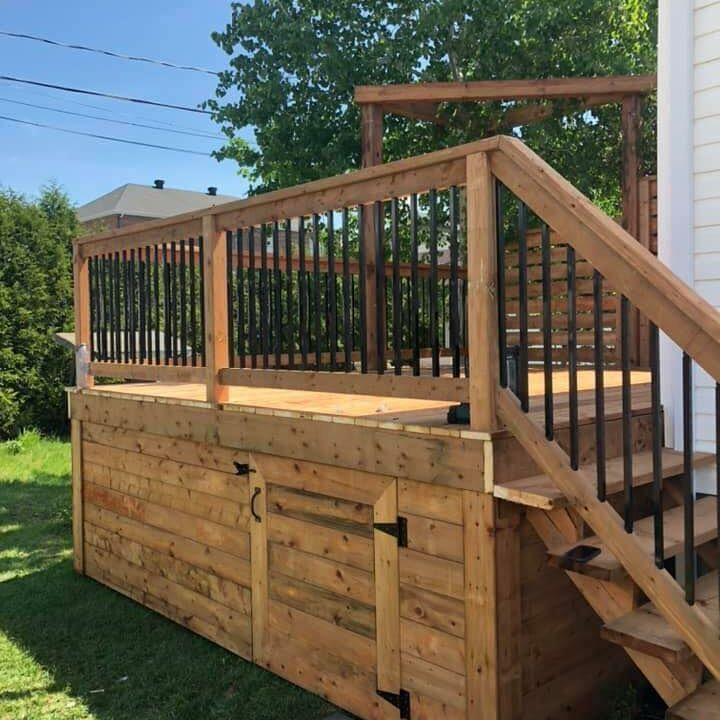 Patio pour l'été construit dans une cours arrière