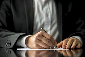 Consultez votre notaire au sein de l'étude Chambry Vigneron & Labopin pour vos projets et vos besoins.
