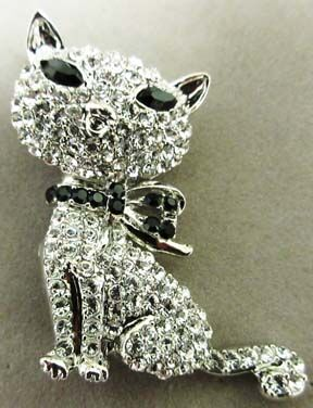 Sparkly cat brooch