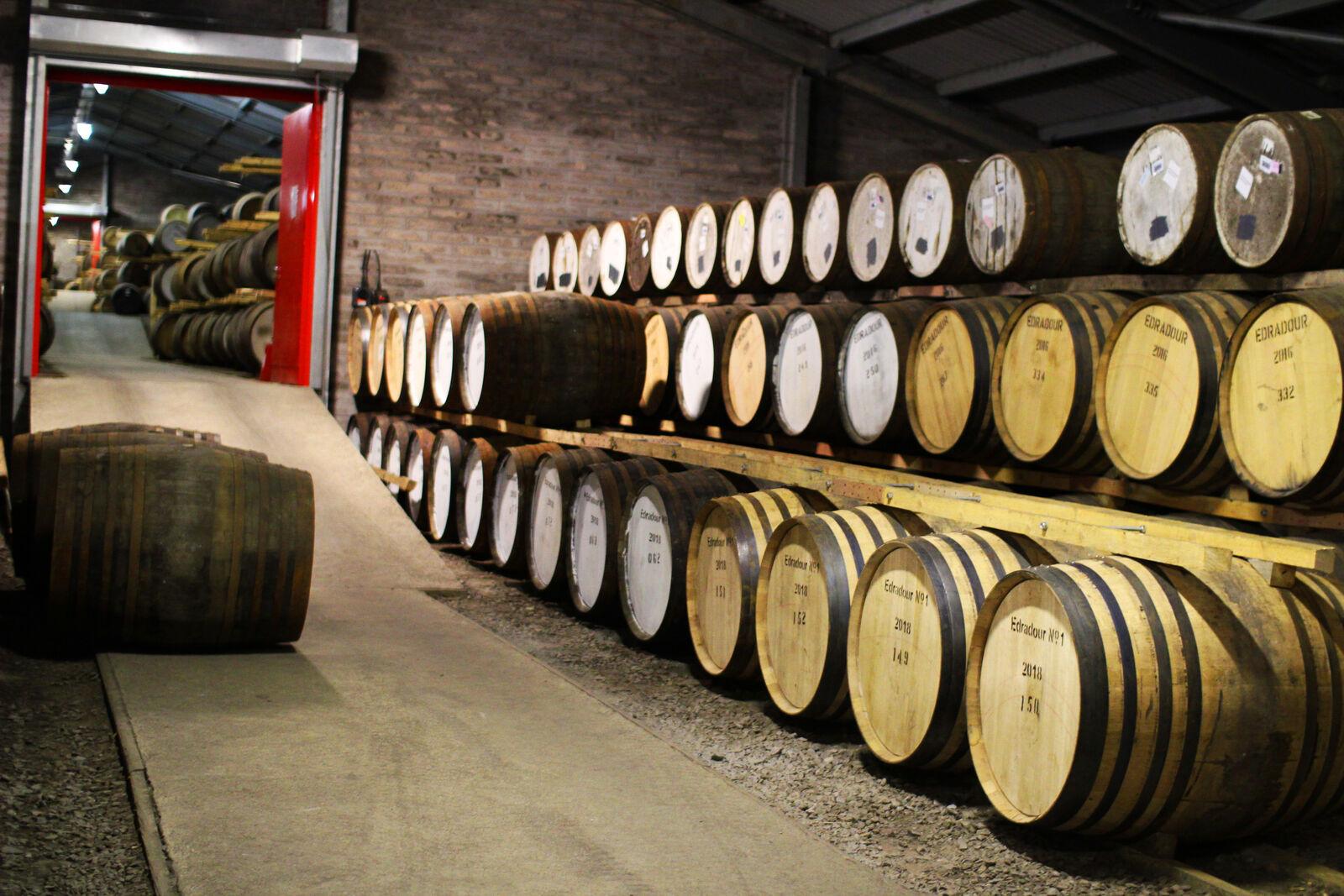 Whiskyfässer zur Wiederbelegung