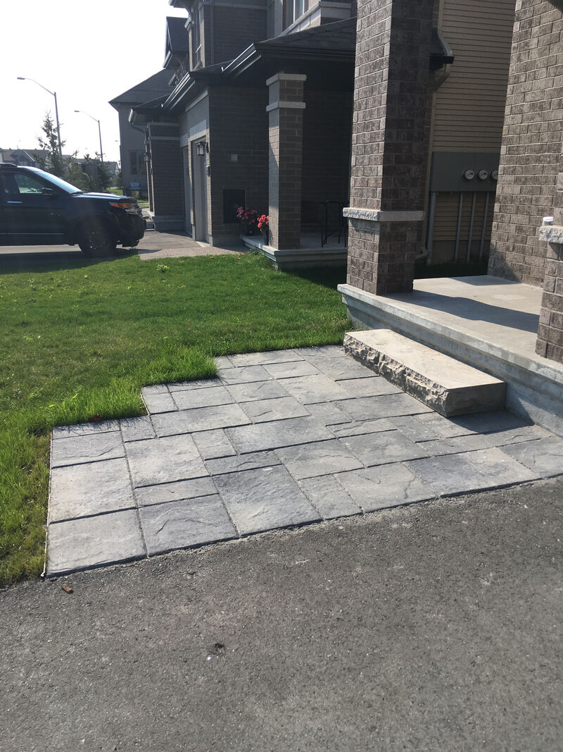 modern jogged front walkway with natural slab step