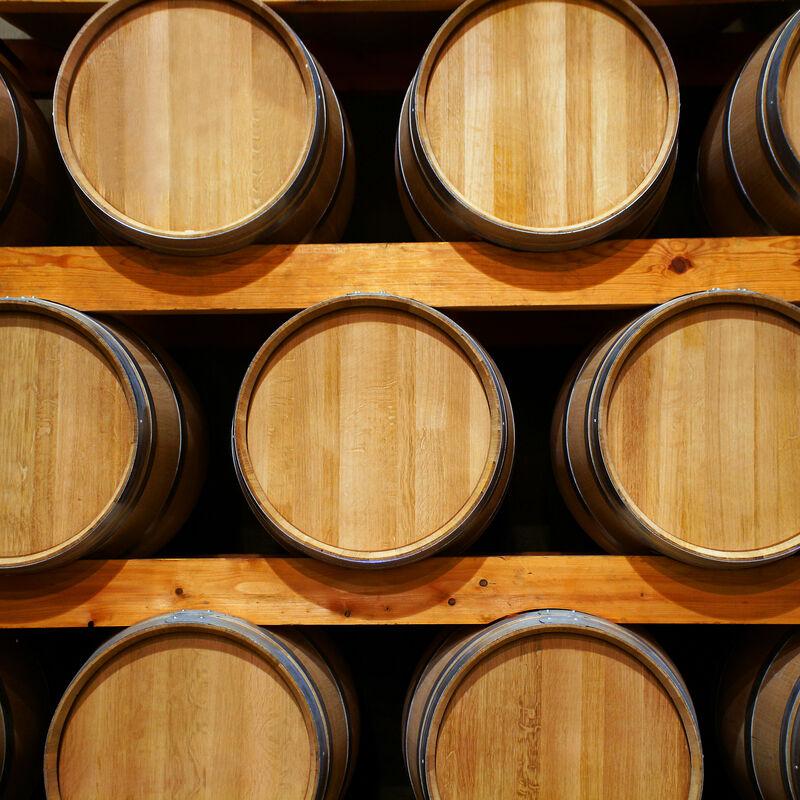 Destillatfässer aus Maulbeerbaum