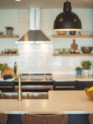 Showcasing a beautiful kitchen with modern features and lighting