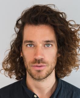 Arne Loermann at Bragi Design and marketing