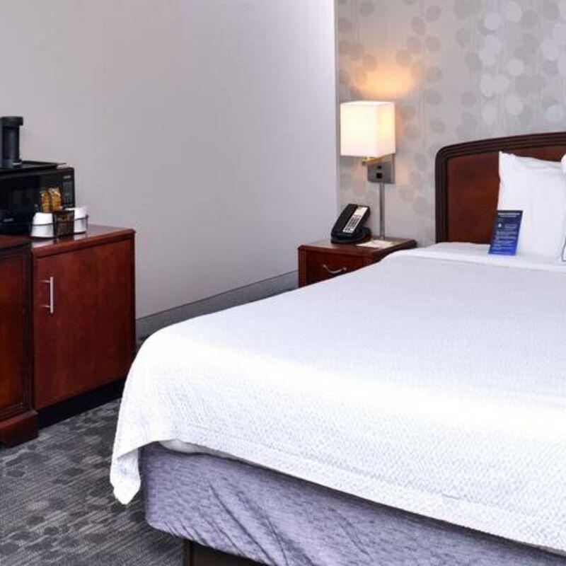 hsvdc guestroom 0025 hor feat