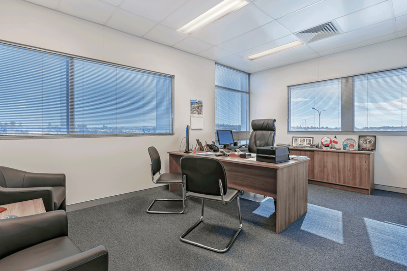 Vivid Productions Commercial Real Estate Photography Spacious Office Building with Carpet Flooring.1513ea25bd4d02675a663b6116b5b213